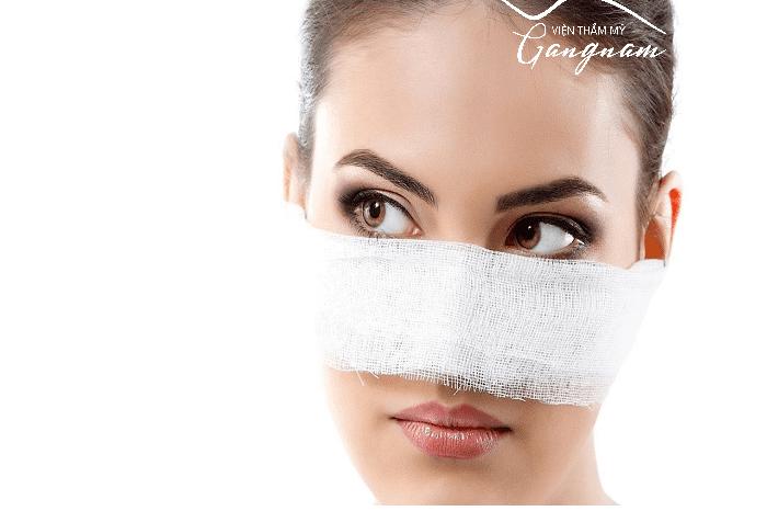 Làm căng da mặt bằng phẫu thuật gây nhiều đau đớn