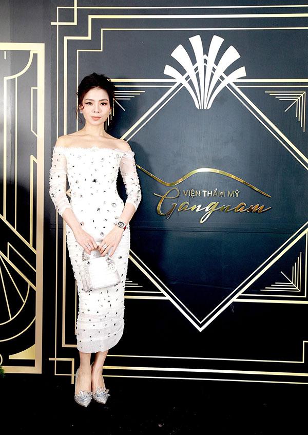 Nữ hoàng Bolero Lệ Quyên là gương mặt thân quen của viện thẩm mỹ Gangnam