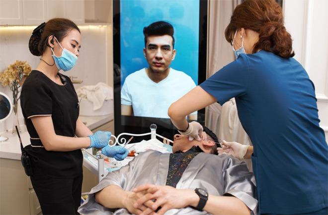 """Tiến sỹ Kim Ji Jeon là người tư vấn và điều trị căng da với sợi Collagen Smart Fiber cho """"anh Bo"""""""