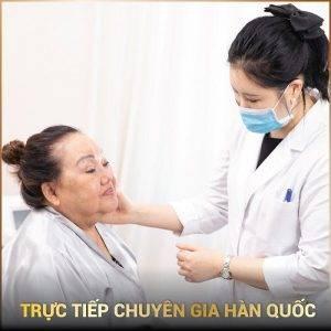 Thăm khám trước khi căng da mặt bằng chỉ bởi chuyên gia Hàn Quốc