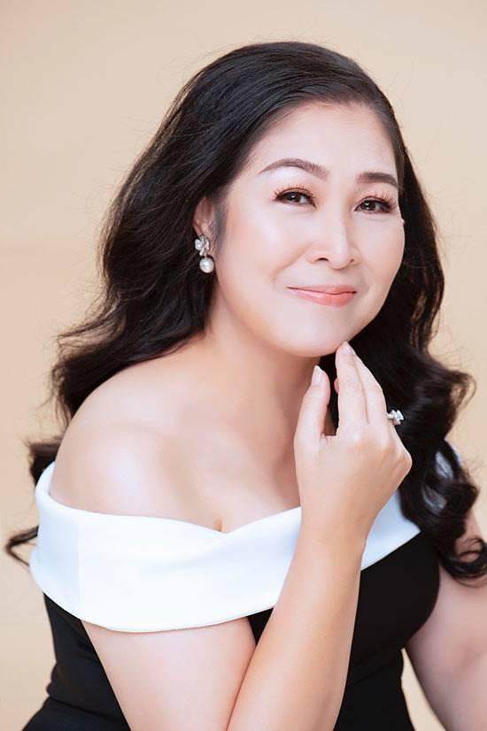 Khong-the-nhan-ra-ba-Mai-Hong-Van-sau-khi-di-cang-da-bang-chi-collagen (3)