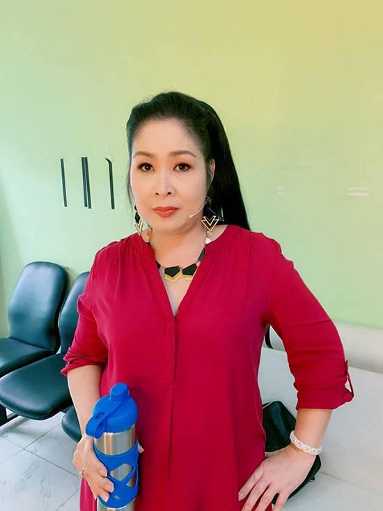 Khong-the-nhan-ra-ba-Mai-Hong-Van-sau-khi-di-cang-da-bang-chi-collagen (5)