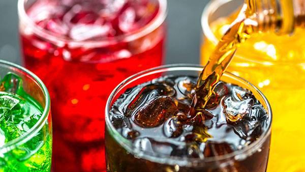Trong các đồ ăn giảm mỡ bụng cần hạn chế tối đa các loại nước ngọt, nhất là nước ngọt hóa học