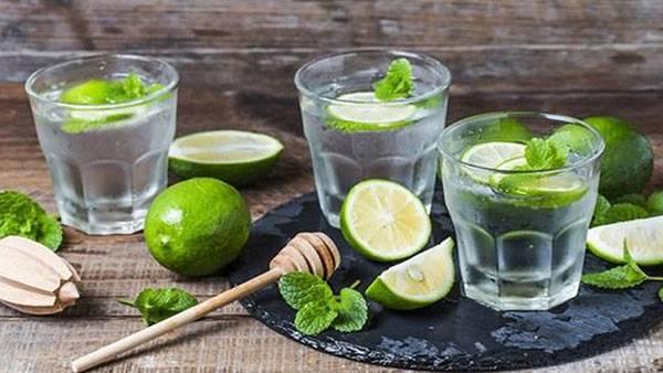 Uống nước chanh không đường là một cách giảm mỡ bụng từ thiên nhiên