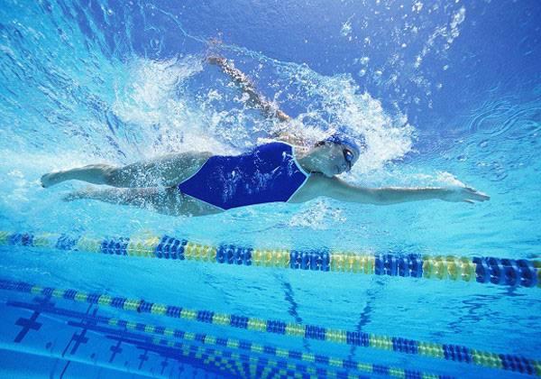 Bơi lội có giúp giảm cân hiệu quả không?