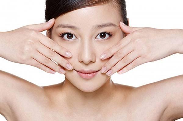 Cách chăm sóc sau khi căng da mặt bằng chỉ - Sử dụng động tác rửa mặt nhẹ nhàng giúp ổn định sợi chỉ nhanh hơn