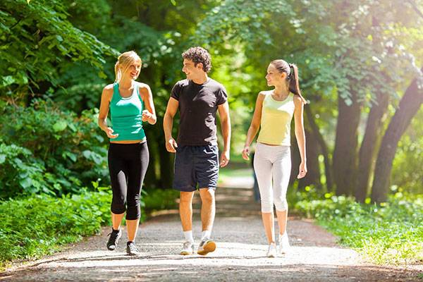 Đi bộ là cách vận động được nhiều chị em lựa chọn, song đi bộ có giảm béo bụng không thì không phải ai cũng biết