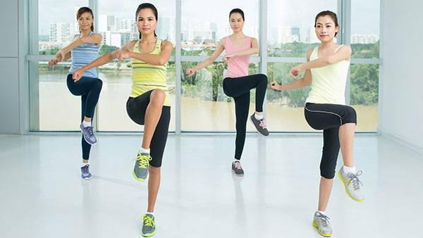 Khởi động bài tập aerobic giảm mỡ bụng 41 phút với động tác cơ bản vặn mình