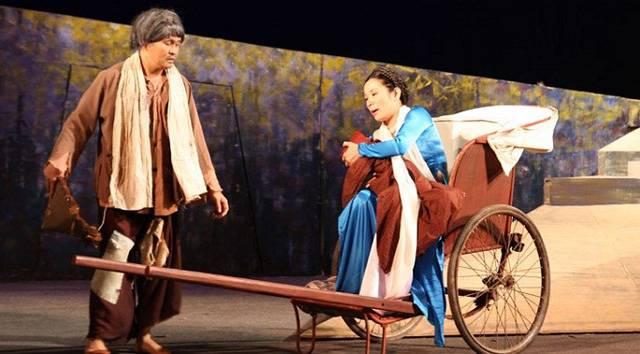 Xuân Hinh và Thanh Thanh Hiền trong vở diễn Người ngựa - ngựa người
