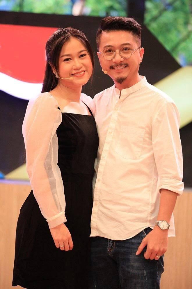 Lâm Vỹ Dạ bên cạnh chồng - nghệ sĩ Hứa Minh Đạt