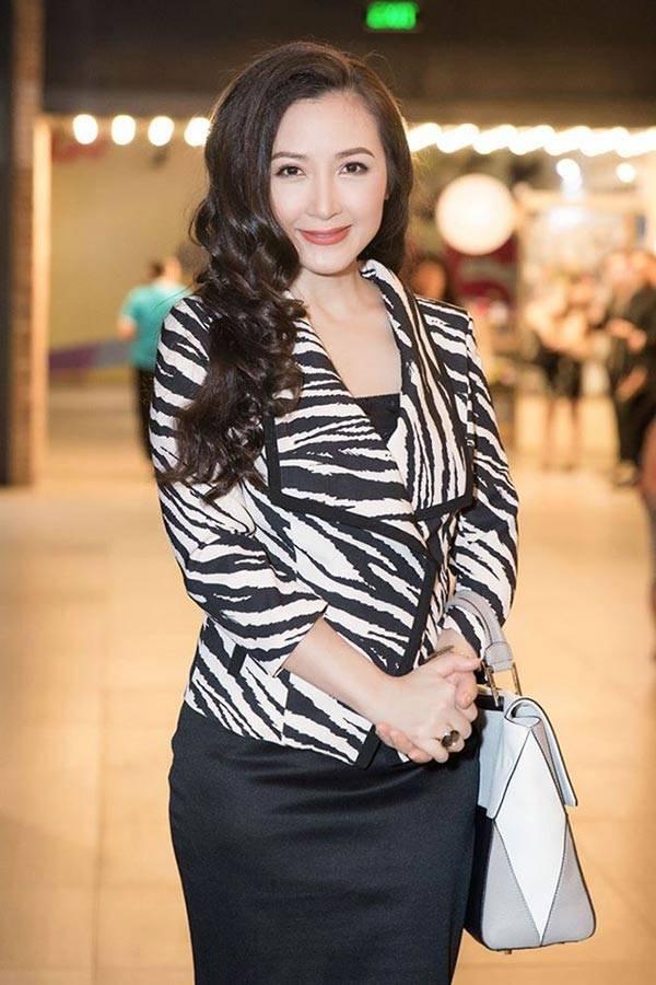 Nhan sắc hiện tại của Khánh Huyền (50 tuổi)