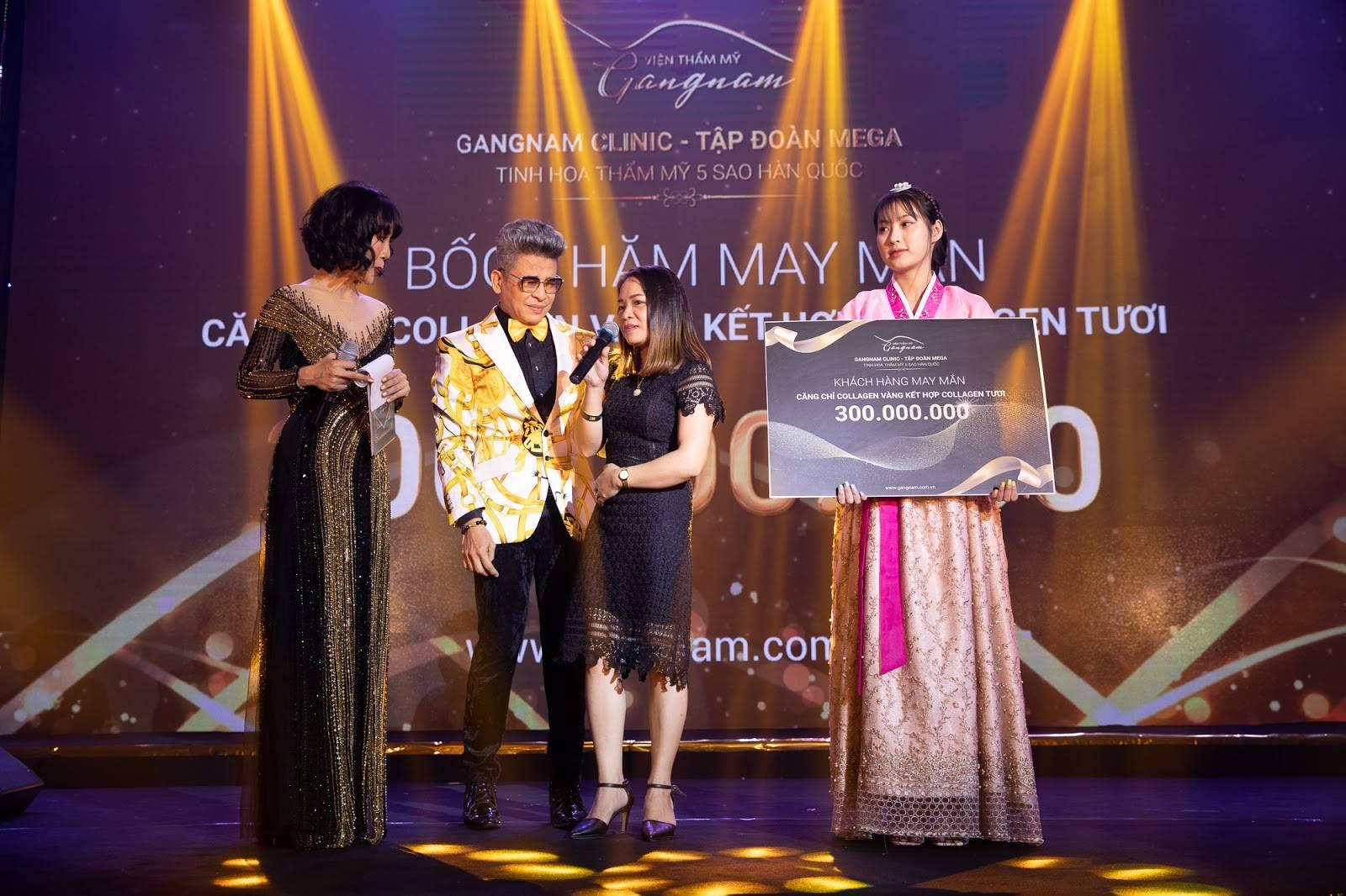 Vị khách mời may mắn nhận được phần quà trị giá 300 triệu đồng khi thực hiện liệu trình căng da bằng chỉ Collagen Gold Fiber