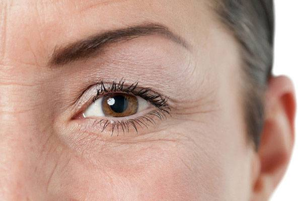 Kem xóa vết nhăn ở mắt có thể làm chậm tốc độ lão hoá nhưng không thể xoá đi các nếp nhăn đã hình thành từ trước.
