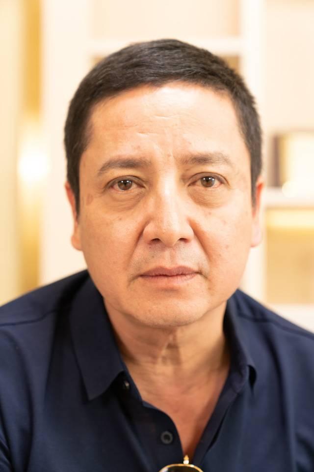 Gương mặt nghệ sĩ Chí Trung trước khi tiến hành liệu trình căng da bằng chỉ