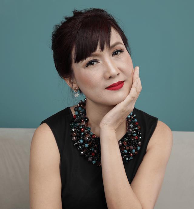 Vẻ đẹp không tuổi của nữ diễn viên Hiền Mai