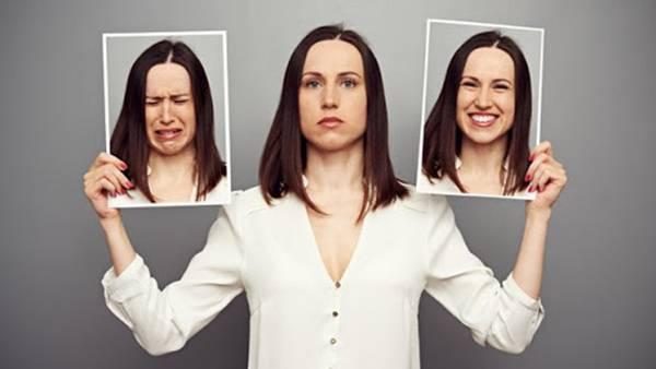 Biểu cảm gương mặt cũng khiến vùng rãnh mũi má xuất hiện nếp nhăn sớm