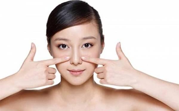 Massage là cách nhiều chị em chọn để xoá nếp nhăn rãnh mũi má tại nhà