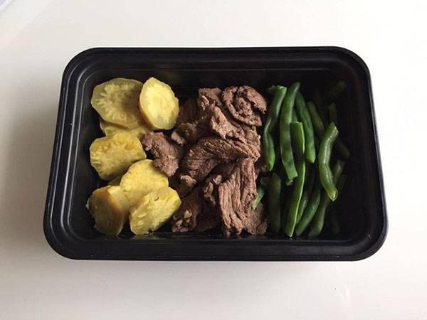 Chị Hoài giảm mỡ bụng tại nhà bằng thực đơn với khoai lang, thịt bò, rau xanh
