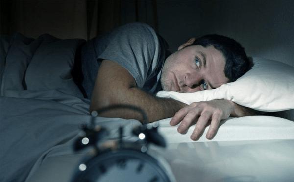 Stress, căng thẳng khiến anh em mất ngủ dễ dẫn đến tăng cân