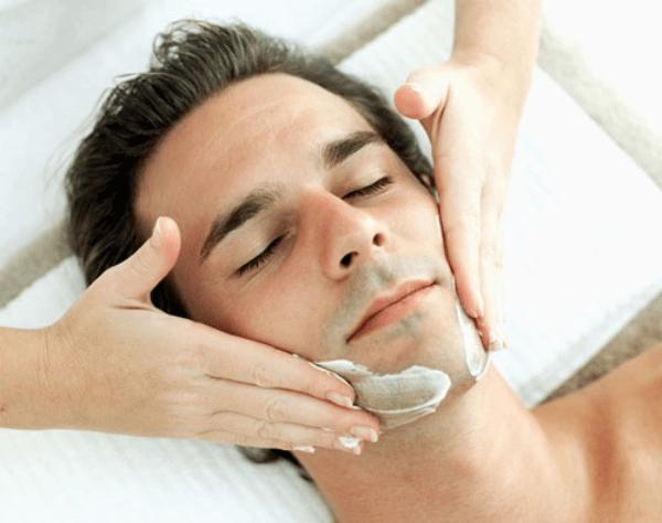 Nên massage mỗi ngày trước khi đi ngủ để đạt hiệu quả giảm béo mặt cho nam tốt hơn