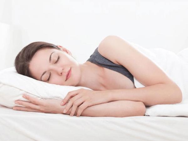 Ngủ đủ giấc giúp cho giảm mỡ toàn thân tại nhà đạt kết quả cao nhất.
