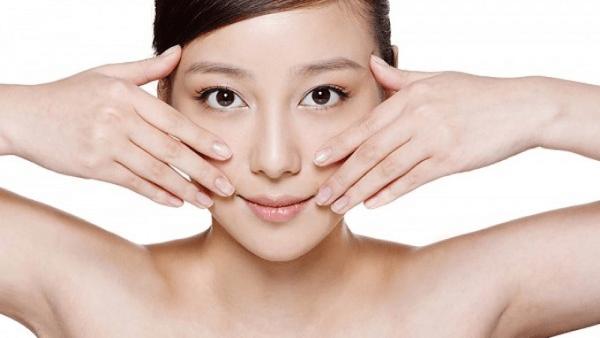 Massage hằng ngày khiến khuôn mặt thon gọn hơn