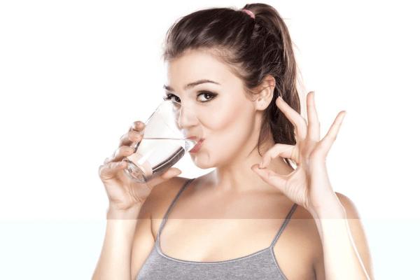 Uống nước đúng cách sẽ kiểm soát được tốt cân nặng của bạn