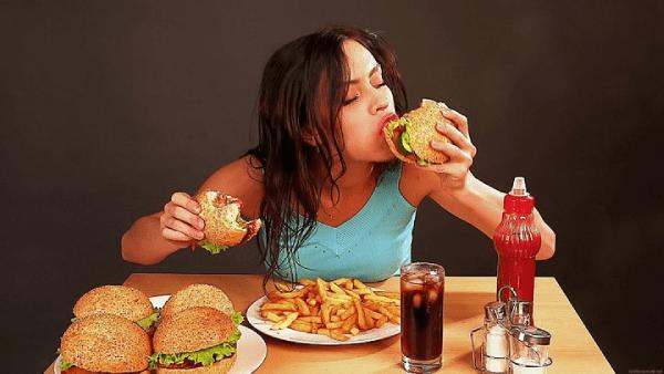 Ăn uống vô tội vạ là nguyên nhân gây ra mỡ thừa.