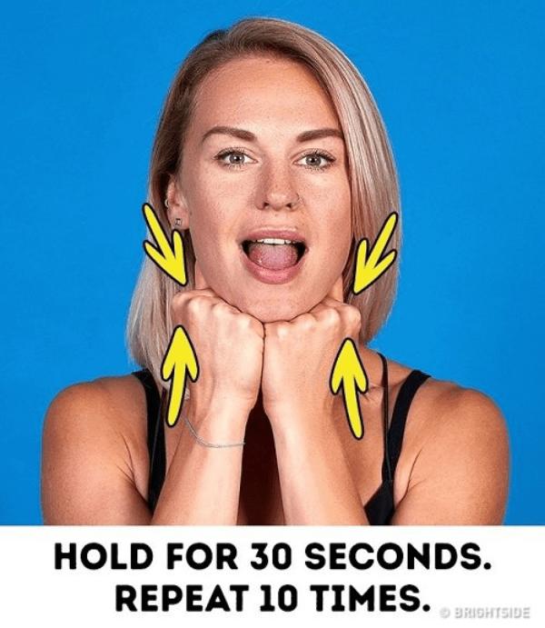 Động tác 5 - giảm béo mặt cho nữ