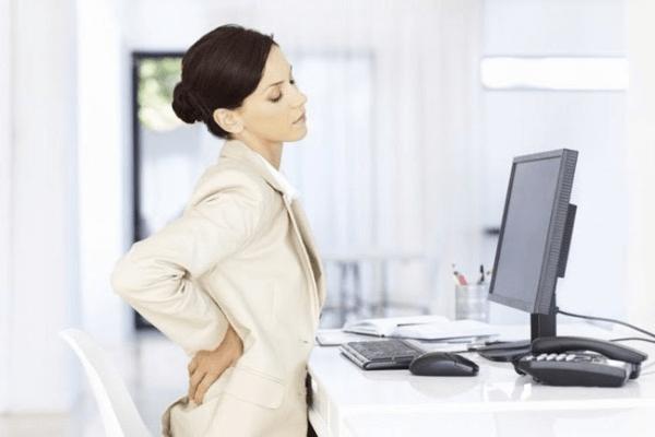 Ngồi làm việc quá lâu cũng là một trong những nguyên nhân tích mỡ ở mông