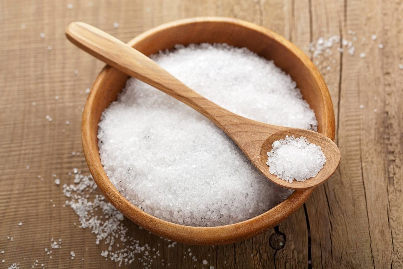 Giảm mỡ thừa ở bụng bằng cách massage với muối nóng