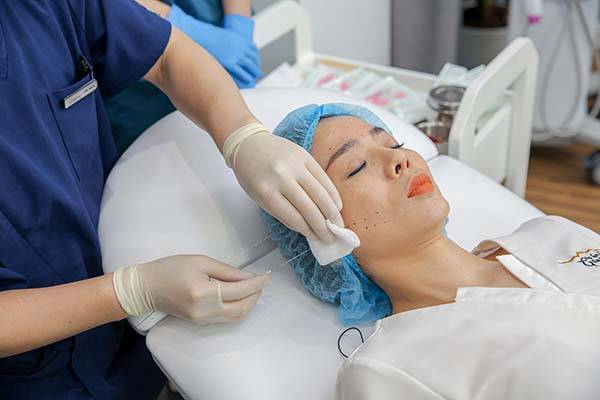 Công nghệ căng chỉ có khả năng trẻ hóa da tức thì, giúp da căng bóng, sáng khỏe, rạng ngời hiệu quả hơn hẳn so với cách làm căng da mặt với dầu dừa