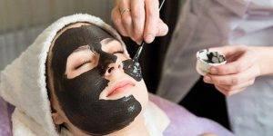 Đắp mặt nạ trẻ hóa làn da bằng than hoạt tính