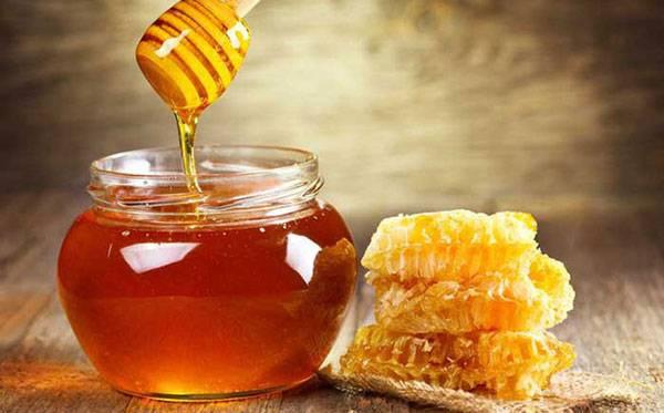 Xóa nếp nhăn vùng mắt bằng mật ong hiệu quả