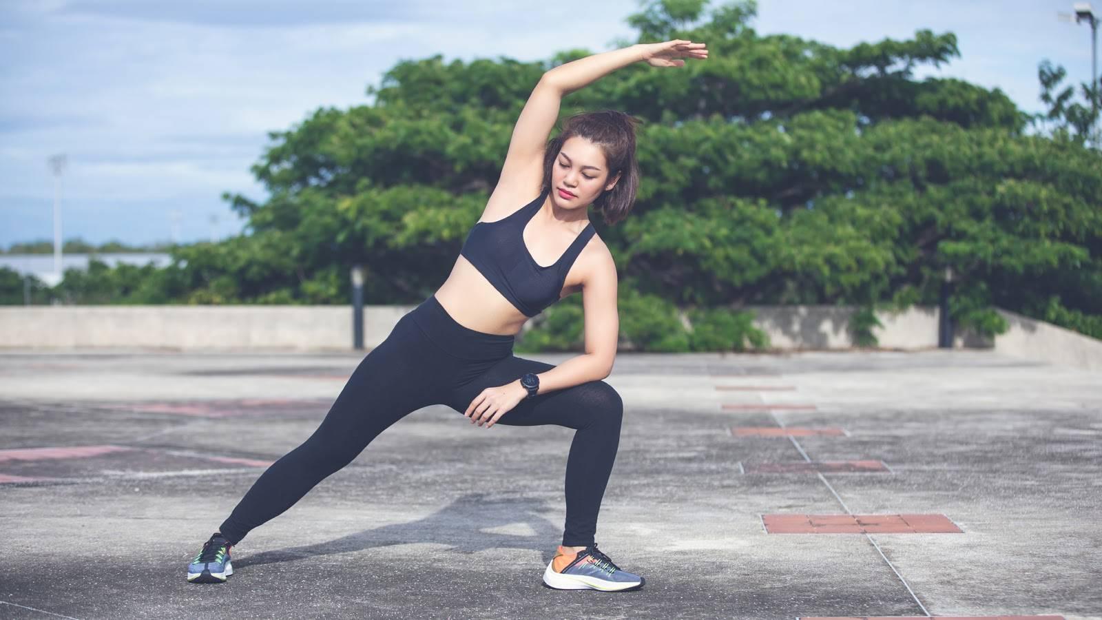 Khởi động kỹ trước khi lắc vòng giảm mỡ bụng