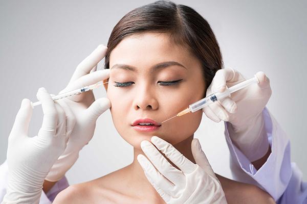 Căng da mặt không phẫu thuật bằng tiêm botox tiềm ẩn nhiều biến chứng nguy hiểm