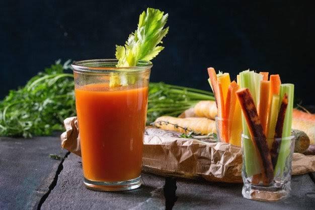 Kết hợp cần tây & cà rốt, bạn sẽ có nước uống giảm béo mặt cấp tốcngay tại nhà