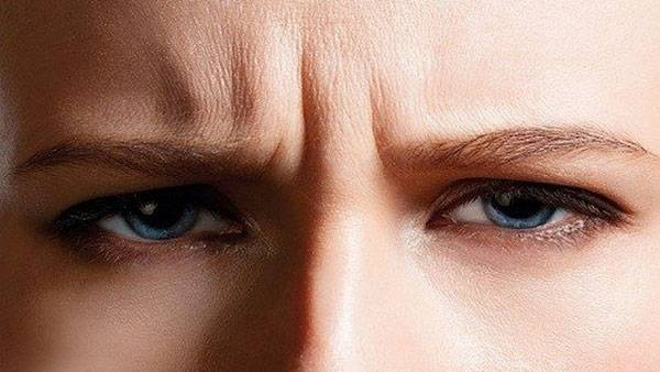 Nếp nhăn dọc hình thành phần nhiều do thói quen nhíu mày