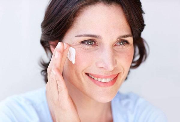 Nếp nhăn quanh mắt không chỉ cho thấy tốc độ lão hóa quá nhanh mà còn là biểu hiện bệnh tim mạch, trĩ,...