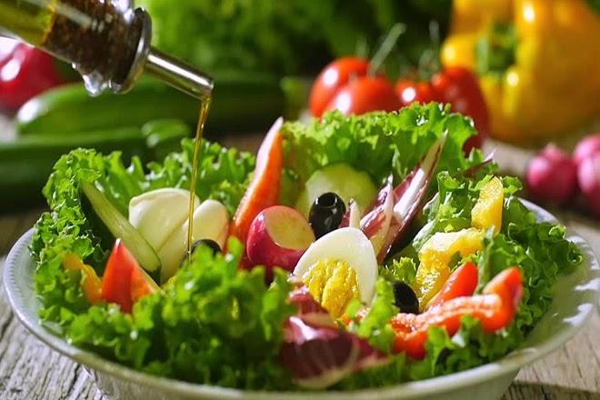 Salad là món ăn giảm cân phổ biến được nhiều chị em lựa chọn
