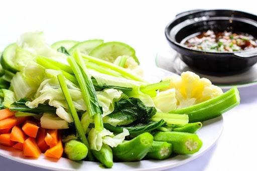 Ăn nhiều rau xanh trong bữa tối để giảm cân