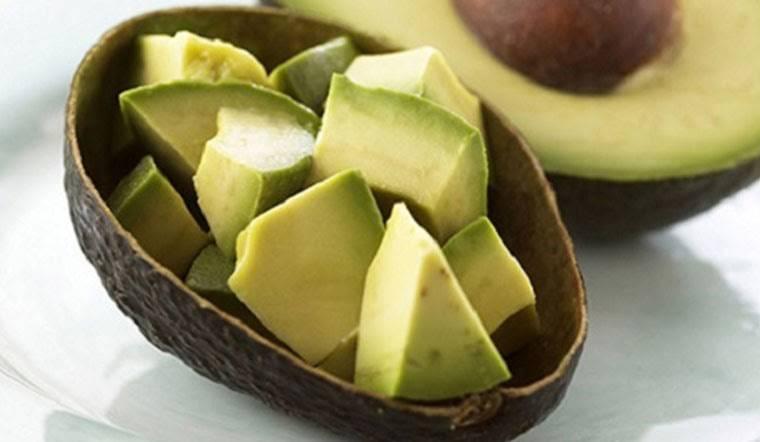 Bơ có thể kết hợp với salad vừa ngon miệng vừa giúp giảm cân nhanh