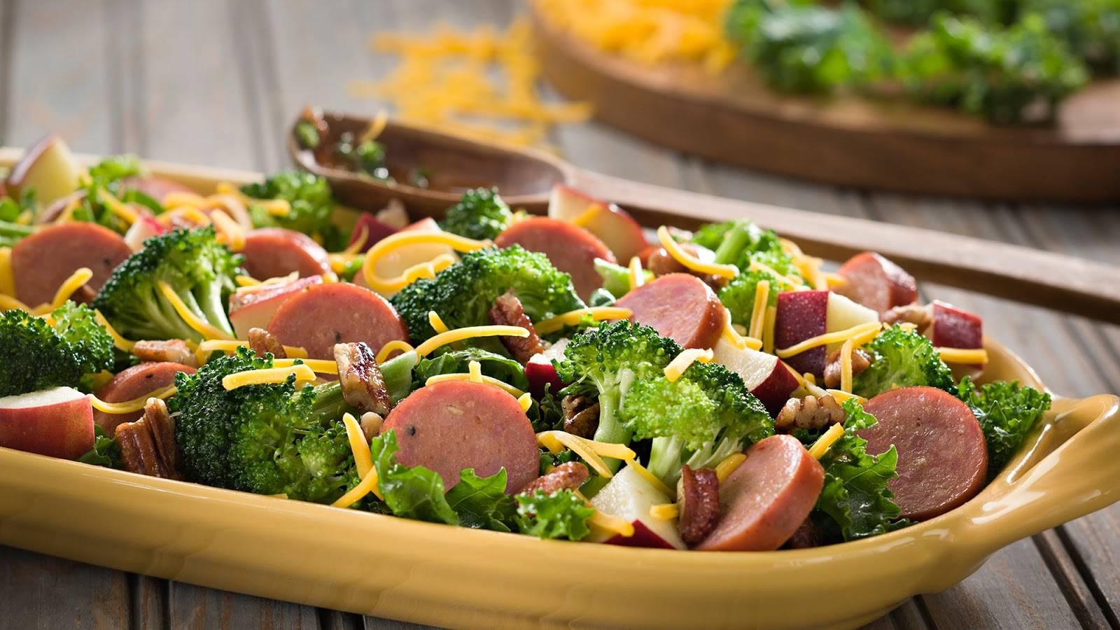Món ăn giảm béovới xúc xích trộn rau củ