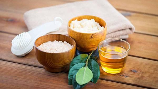 Tẩy tế bào chết bằng baking soda & muối là sự kết hợp khá hoàn hảo giúp da được lấy sạch tế bào chết