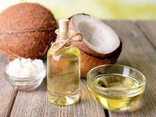 Trị bọng mắt bằng dầu dừa tại nhà là phương pháp được nhiều chị em ưa chuộng