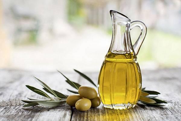 Dầu oliu chứa thành phần vitamin E có tác dụng bảo vệ da khỏi ánh nắng mặt trời