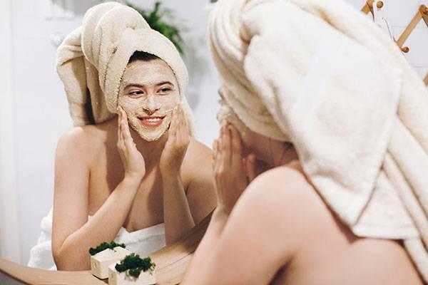Massage mặt giúp chị em lấy lại độ đàn hồi của da mặt một cách nhanh chóng