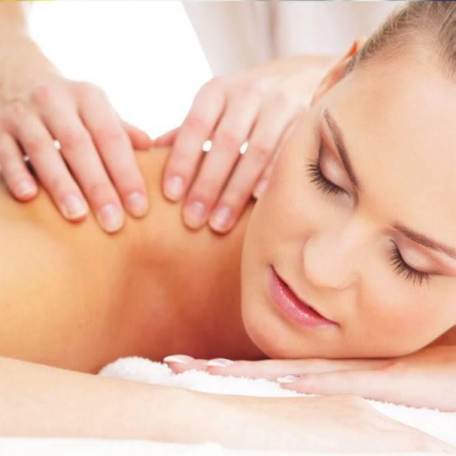 Massage hàng ngày cũng có khả năng giảm mỡ vai hiệu quả
