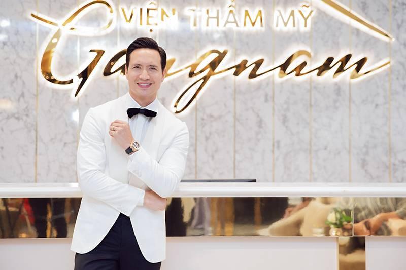 Diễn viên Kim Lý sở hữu phong độ trẻ trung với một làn da không nếp nhăn sau căng chỉ Collagen Gold Fiber