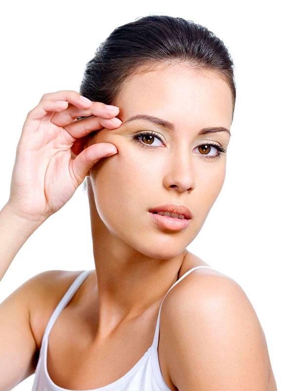 Nâng cung chân mày giúp loại bỏ phần da thừa và tái tạo nét tươi trẻ trên gương mặt